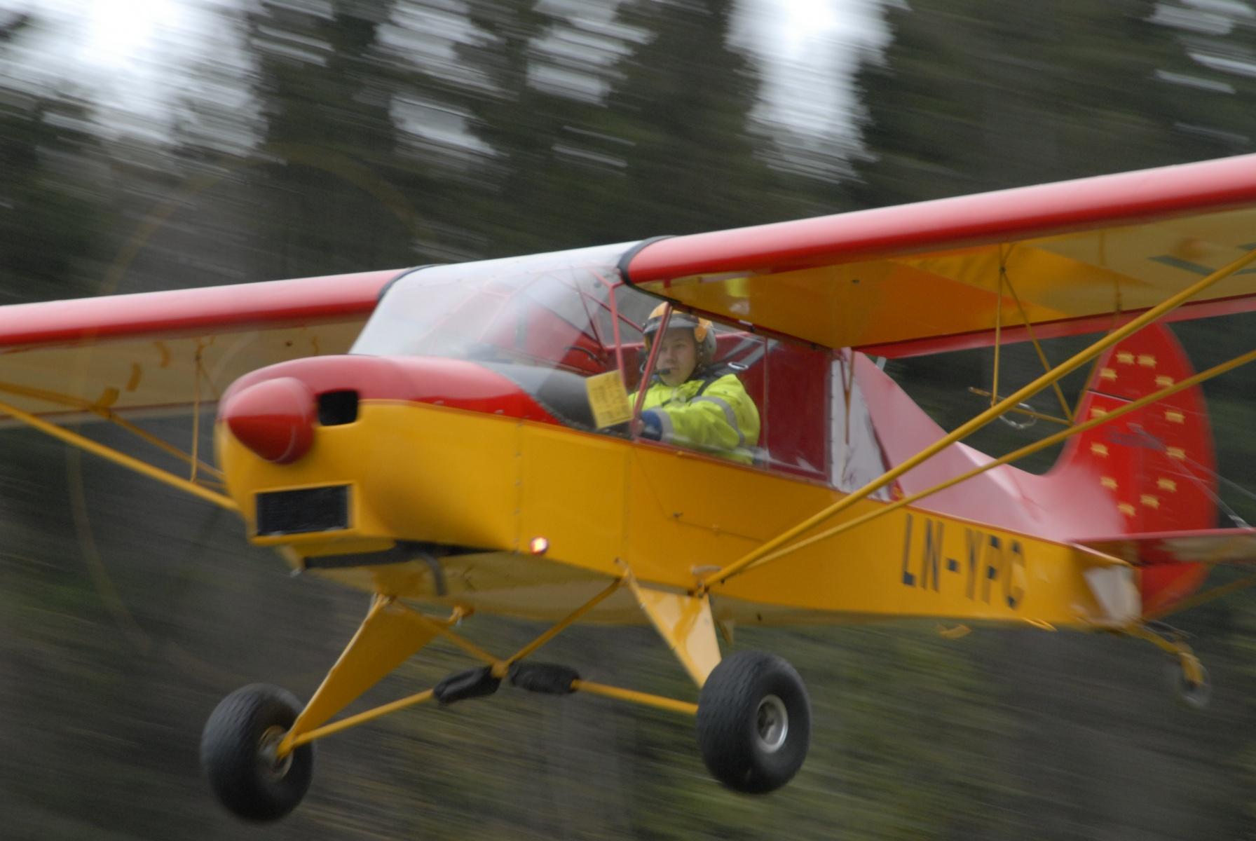 mh_82_eurocub_landing